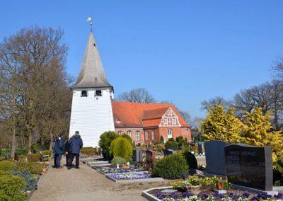 Friedhof Kirchwerder mit Kirche St. Severin