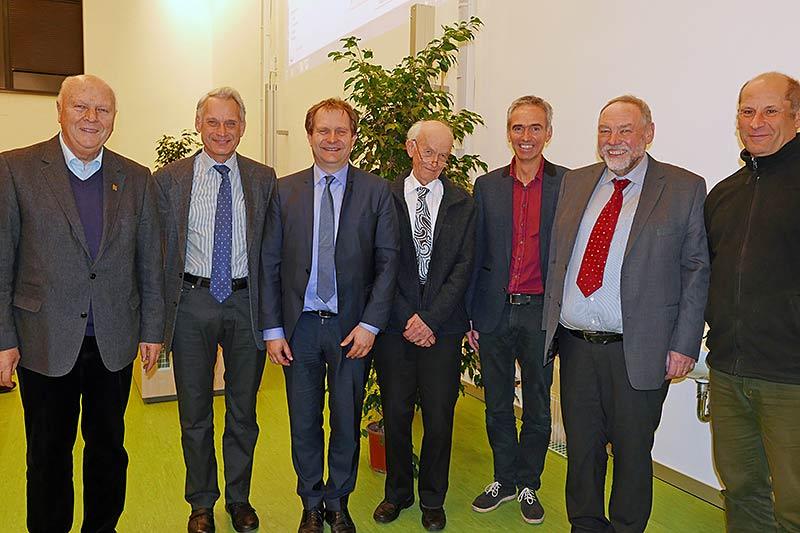 Von links nach rechts: Prof. Dr. Wolfgang Schumacher, Dr. Erik Christensen, Senator Jens Kerstan, 2. Vorsitzender Horst Bertram, Prof. Dr. Kai Jensen, 1. Vorsitzender Dr. Hans-Helmut Poppendieck, Finanzvorstand Ingo Brandt. Foto Barbara Engelschall